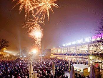 I nyår samlas malmöborna på piazzan framför Operan