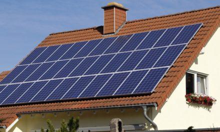 """""""Bort med krångliga regler kring solceller i bostäderna"""""""