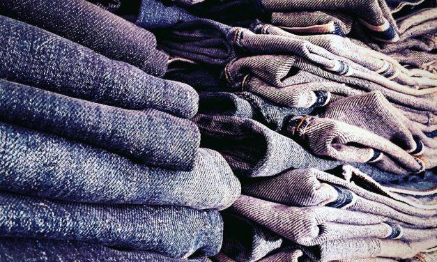 Jeansnörden från Enskede har 150 jeans i sin röda stuga