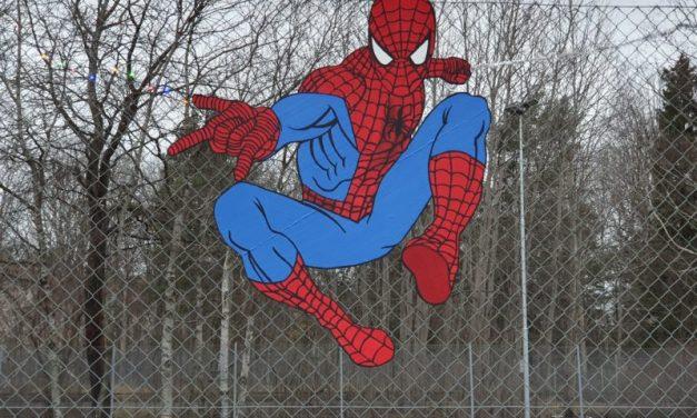 Tonk tar superhjältarna till Högdalen