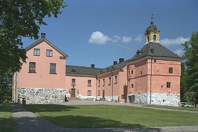Från Hägernäs badplats till Rönninge By – här kan du hemestra i sommar