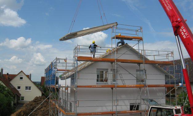 Fler lägenheter började byggas under första halvåret